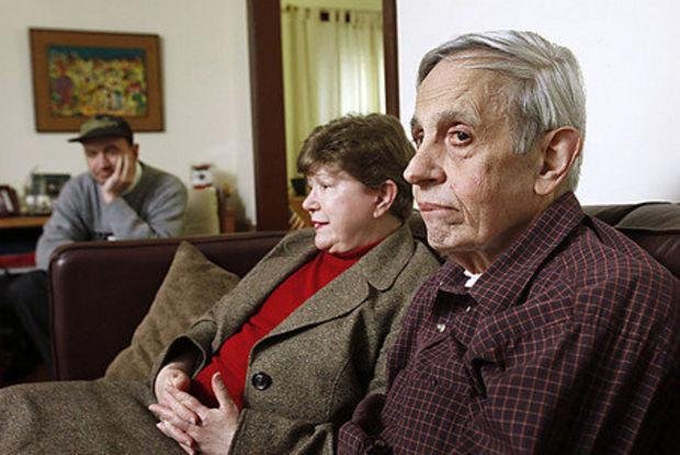Famed 'A Beautiful Mind' mathematician John Nash & wife are killed in crash on NJ turnpike. http://t.co/0Y2u5IDlww