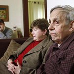"Famed ""A Beautiful Mind"" mathematician John Nash & wife are killed in crash on NJ turnpike. http://t.co/0Y2u5IDlww http://t.co/QJ3xvpI4ag"