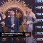 From Backstage: @radityadika sedang diinterview atas kemenangan kategori Movie of The Year #NET2_LOOP http://t.co/qTTkKQbcsi