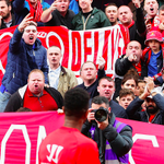 Raheem Sterling receiving a warm welcome from the Liverpool fans today. #LFC http://t.co/QxCUvaRXQF