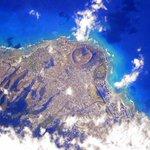 Just flew over you #Honolulu #Hawaii. Happy #MemorialDay! #YearInSpace http://t.co/eUAwd7u4ig