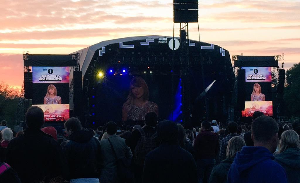 The sun is setting over Earlham Park with Swifty performing at #bigweekend #taylorswift http://t.co/RRSREuoThM