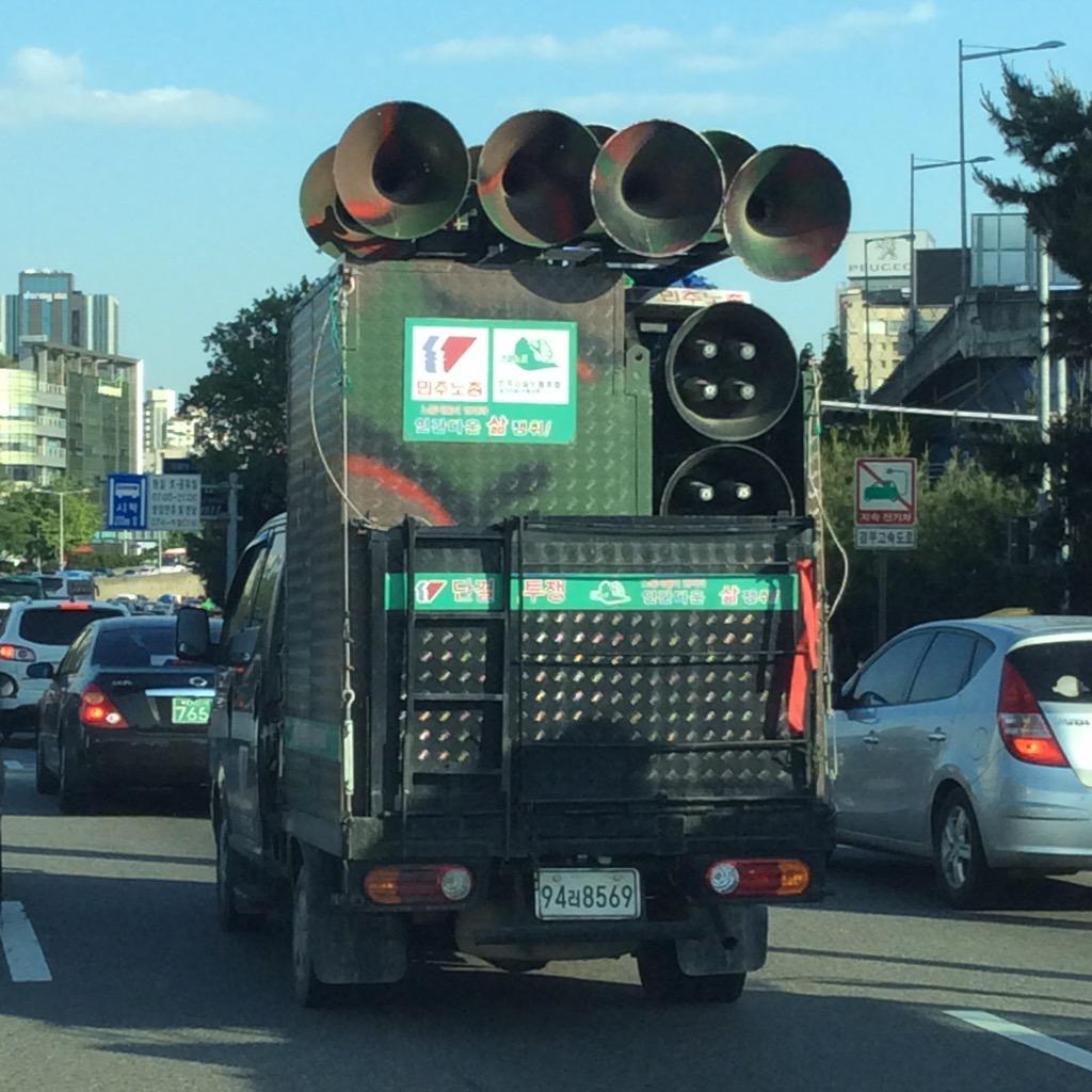 한국의 매드맥스라고... 새뭐시기 교회차가 자주 등장하던데..... 그넘들은 그냥 엽기물들이고..... 전체적인 비주얼을 따지면 민주노총 스피커 차가 가장 두프웨건에 가깝지 않나?.... http://t.co/MRIi98rwP9