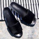 Beach weekend essential: Maxon slip-on sandal for her. #MemorialDayWeekend #beachlife http://t.co/jFOeurGl7T