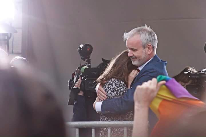This was the moment that got me most this extraordinary weekend: @Colmogorman & @UnaMullally at Dublin Castle #MarRef http://t.co/aCyOp5BqJ1