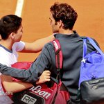 Fans selfie with Federer on court at French Open leaves one of them very unhappy http://t.co/c7hhuP8WMQ http://t.co/IrSTapp9yt