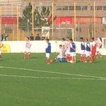 Falleció Cristian Gómez, jugador de Atl. Paraná. tras desvanecerse en pleno partido: http://t.co/Tg6HNyETcq http://t.co/9ENHNiObK3