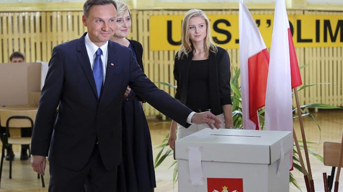 JUST IN: Polish President Komorowski concedes defeat to conservative #Duda in runoff election http://t.co/qkSzN8MNdN
