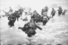 #OTD  in 1944, the invasion of Normandy begins. http://t.co/vNNBozZhVr http://t.co/ntGhQiXCPa