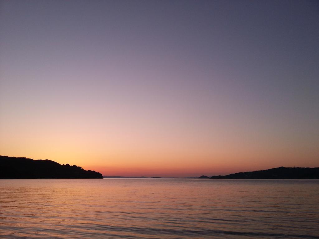 本日の夕空 大村湾を染めて陽が沈みます (多良見付近) http://t.co/cXHnL6sVtC