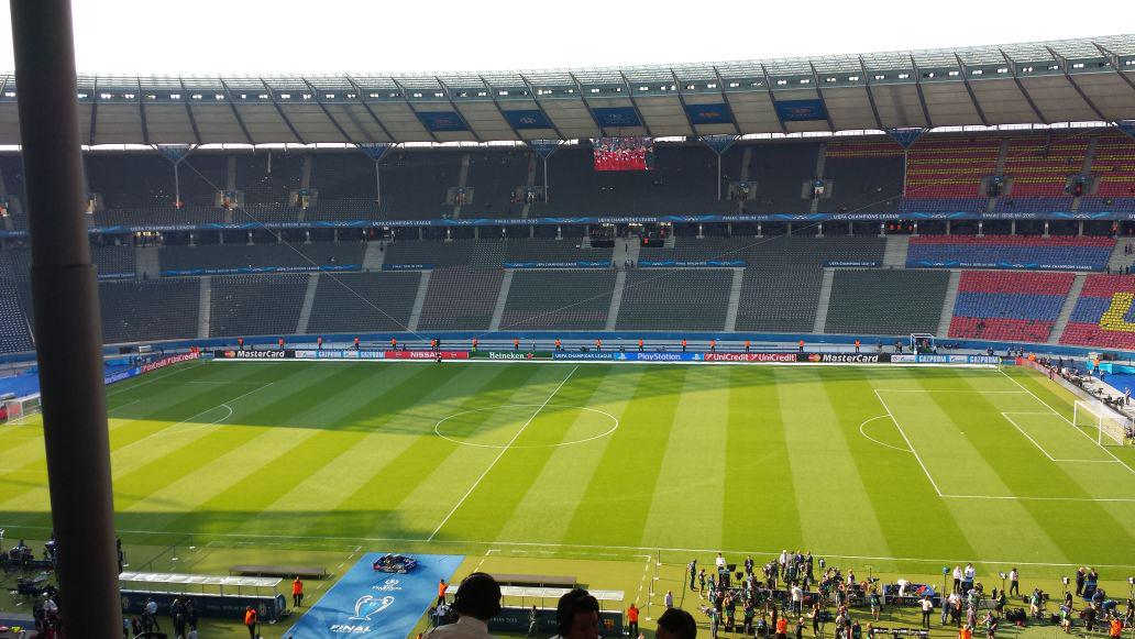 Sun setting in Berlin as LFC 05 triumph  played out on the big screen in stadium. Suarez names it his fave CL moment http://t.co/H44yKF3zPW
