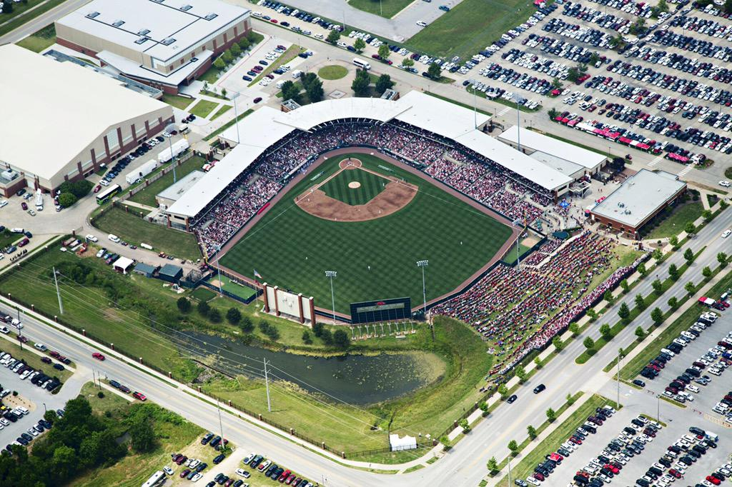 This is Baseball @RazorbackBSB style! Today's Sold out Baum Stadium! Join us Sun 2pm & help cheer on the hogs!!! http://t.co/Qmeq8acSLe