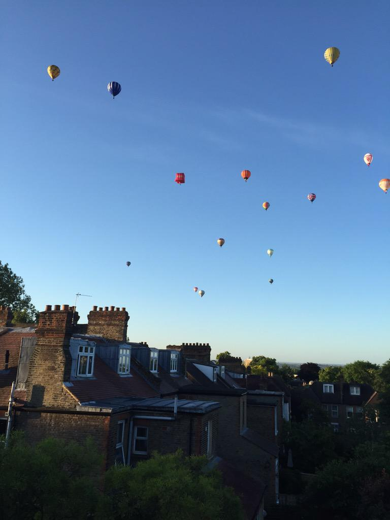 Balloons over Blackheath. Right now. http://t.co/Y1efGMGy4t