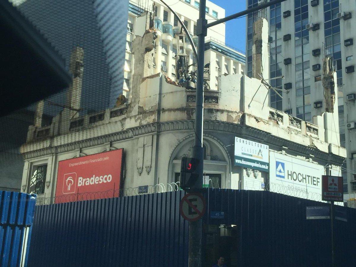 Parabéns, BRADESCO, por financiar demolição no centro histórico do Rio de Janeiro. País sem memória. http://t.co/uoNHmuIivH
