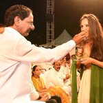 RT @FayaqNaser9: #Telangana CM #KCR garu offers sweets to #tennis star and brand ambassador of #Telangana @MirzaSania @Ink2Change http://t.…