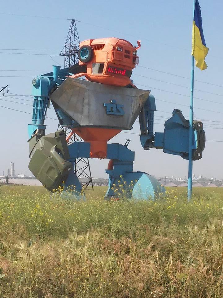 На украинской границе появились огромные боевые человекоподобные (с) роботы http://t.co/UbUTcmSbLA