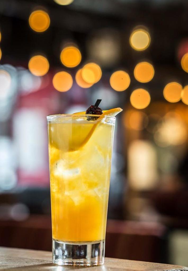 Sunday always calls for a Rum Swizzle Punch! @AtlanticoRum, #pineapple juice, passion fruit puree & banana bitters! http://t.co/jArnagdvz4