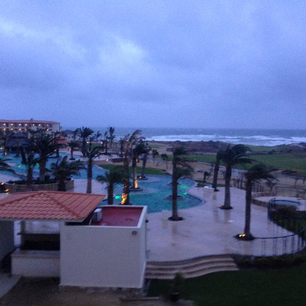 Ashley Kringen (@Ashleykringen): Hunkering down in the hotel room. This is a pretty serious tropical storm #HurricaneBlanca