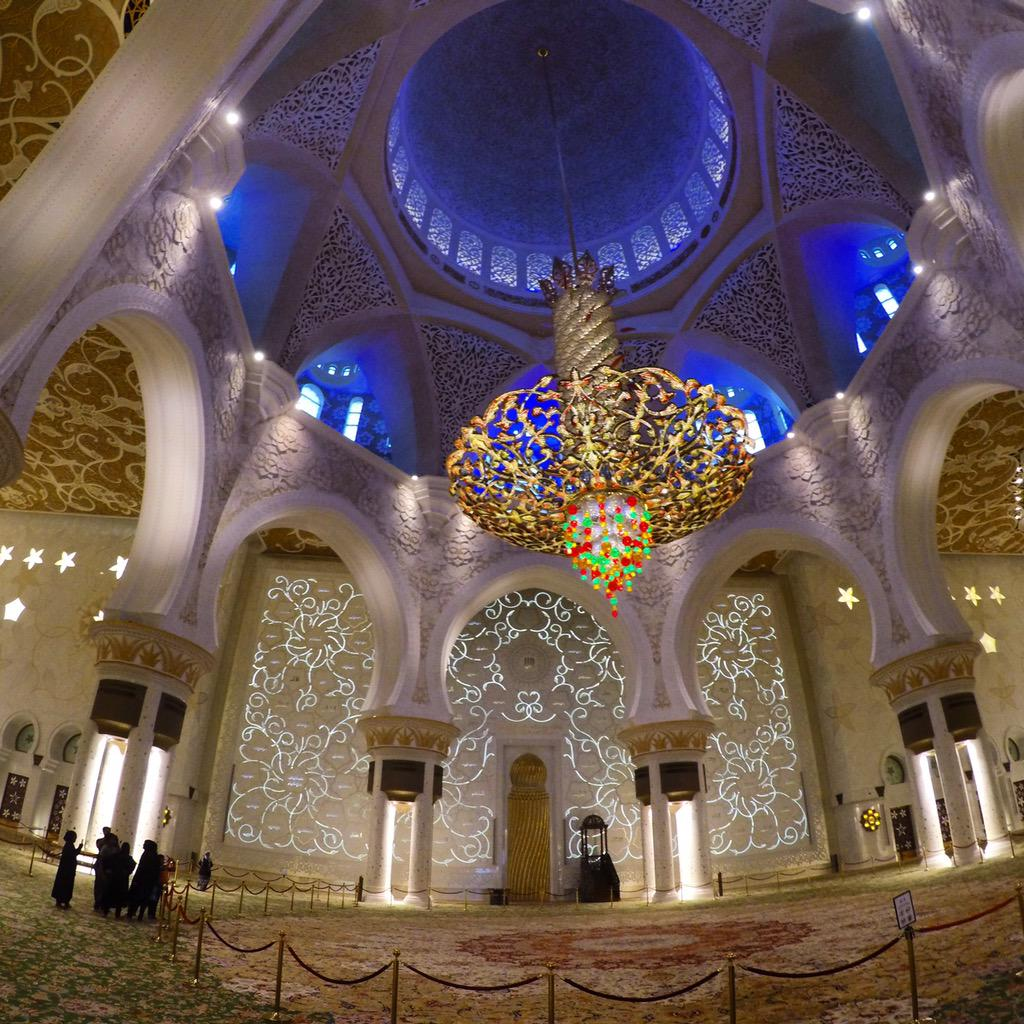 Inside The dome of the Sheikh zayed grand mosque in Abu Dhabi. Simply beautiful & breath taking. @VisitAbuDhabi