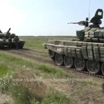 #BreakingFootage Fresh Russian T-72B1 arrived in #Luhansk region, adding to T-64. https://t.co/HGqZVHn6ao #PutinAtWar http://t.co/HVvzCk3xi6