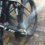 Zelf onze nieuwe mountainbikes uitgeprobeerd in Beuningen De Riest. Wat een gebied! #twente @tbt @VVVDeLutLosBeu http://t.co/AZRjpmBwXD