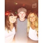 Niall with fans in Portugal (still wearing his hat) (via @laurafentonx and @molly_riordan) http://t.co/yu7NZ22jlE