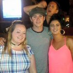 """""""@STYLATORARMY: Niall in Portugal with fans and that DAMN HAT http://t.co/tYVTlgLBZs"""""""