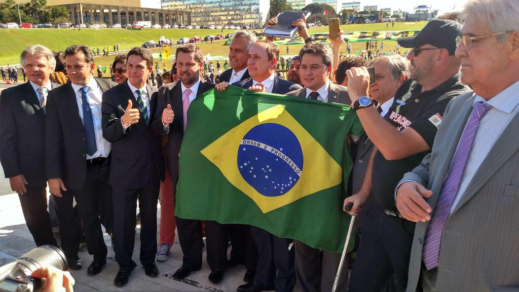 @MBLivre @revoltadoonline @SenadorCaiado @carlossampaio_ @onyxlorenzoni @mendonca_filho #Dia27OcupaBrasilia