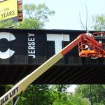 Painting another bad looking train trestle into something respectable. This one on Newark Ave #jcmakeityours http://t.co/WTv6ahpBhl