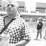 Aficionado desde hace 50 años. Llegó a recoger balones en el estadio por verlos. Ahora va a una final con Gallos http://t.co/BHfkQyIwU7