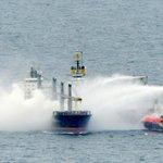 Bij het mestschip op de Noordzee dat dreigt te exploderen, zijn twee blusboten aangekomen: http://t.co/Td7MbEowde http://t.co/r0fxwpEquQ