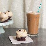 マグノリアベーカリー表参道店にコーヒー風味の限定スイーツ「ダブルショット カップケーキ」登場 - http://t.co/ddJL2bApqb http://t.co/RqhE1hv7S0