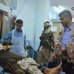 قائد المقاومة الشعبية في #تعز حمود المخلافي يودع ولده الأكبر الشهيد أسامة ويقول له لقد سبقتني للشهادة http://t.co/TYpOtnoeHw