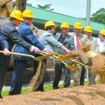 Ground broken for new welcome center - @MaryMayle http://t.co/t89pftoKJ6 #savannah #BISlines @VisitSavannah http://t.co/qTztnVMmN0