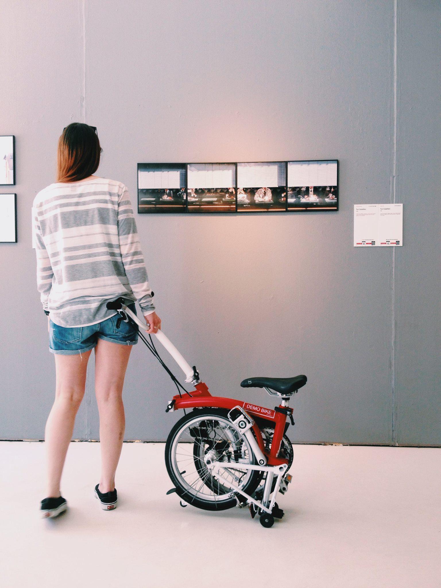 RT @BromptonJMilano: Giulia visits #worldpressphoto #galleriasozzani #carlasozzani #mybrompton #brompton #bromptonbicycle @10CorsoComo http…