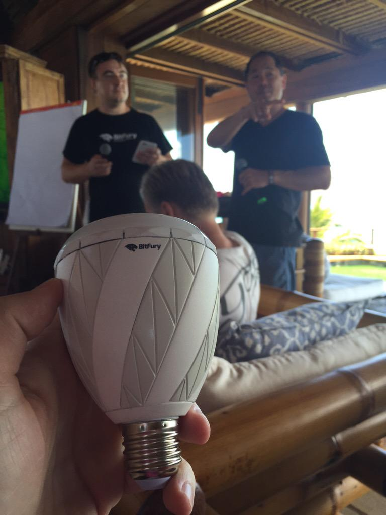 Bitfury developed a light bulb that automatically mines Bitcoin when you screw it in. #sideproject #blockchainsummit http://t.co/8liCtOwlKV
