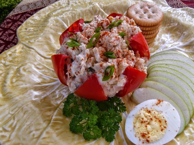 Have these Tuna Stuffed Tomatoes for lunch via @MSSupper http://t.co/7CAwFusdz6 http://t.co/YXw6Z7qgZS