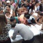 multitud de cachurecos convocados por #CCPN y @JuventudPNH firman querella contra @SalvadorNasrala #mentirosoNasrala http://t.co/2ZYnpGEpUq