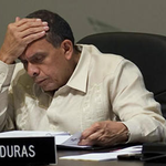 Expresidente Lobo, declara sobre el desfalco del IHSS ► http://t.co/kpDSKLIVIo http://t.co/BR8qB8Yy2c