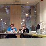 Diskussie met de leden van algemeen bestuur van het #apcg over de toekomst. Samenwerking zoeken met #wijken en #raad. http://t.co/NWHSYPjTvq