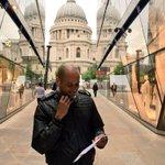En directo desde Londres para el @ElGoldoyPelua @sixtogeorge @Moluskein @felipequinones #London #CheckIn http://t.co/GIprz0fHz2