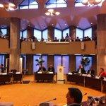 Ogenschijnlijk onbewogen luistert burgemeester (rechts voorin) naar vernietigend oordeel VVD #haaksbergen http://t.co/JlsApFJuoO