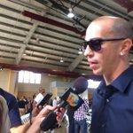 """Carlos Arroyo asiste al funeral de Andrés """"Corky"""" Ortiz. Transmisión en vivo por http://t.co/Nw8rWzyk54 http://t.co/UFw6USsOZ3"""