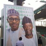 """Dis guy standing in front of the inauguration picture like """"So this dream can come true?"""" #SaiBuhari #Nigeria http://t.co/sCZdk23SMo"""