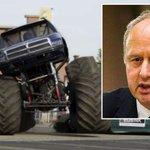 Burgemeester Haaksbergen treedt af na monstertruckdrama Het was een eer burgemeester te zijn http://t.co/VPQiPqiywe http://t.co/NKmg03MMcy