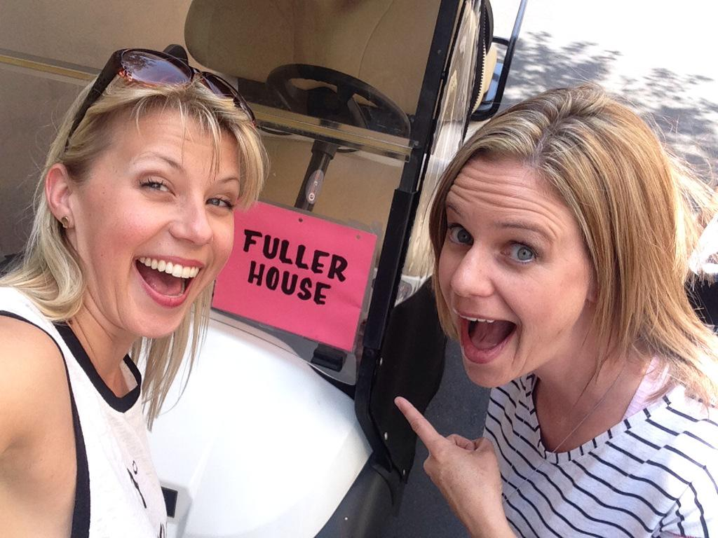 """Out to lunch at Warner Bros and we have an """"official"""" golf cart!! http://t.co/Vl2UWItLka"""