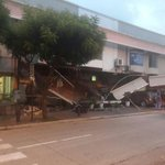Uno va a tomarse un café a Juan Valdez y termina viendo ésto... Plaza Triángulo en Guayaquil colapsó... @tinocotania http://t.co/BXrxHLiFHY