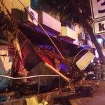 Otra vista de la estructura caída en el C. C. Plaza Triángulo. Bomberos en el sitio http://t.co/RBNlaVCXf4 vía @SGomezEcu13