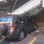 Se reporta un colapso de la parte posterior del centro comercial Plaza Triángulo, Urdesa (norte de Guayaquil). http://t.co/Q13UTZNWn1