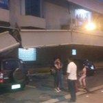 Esto ocasionò la caida de la estructura frontal del centro comercial en #PlazaTriàngulo en Guayaquil http://t.co/qNeJyG8R3G